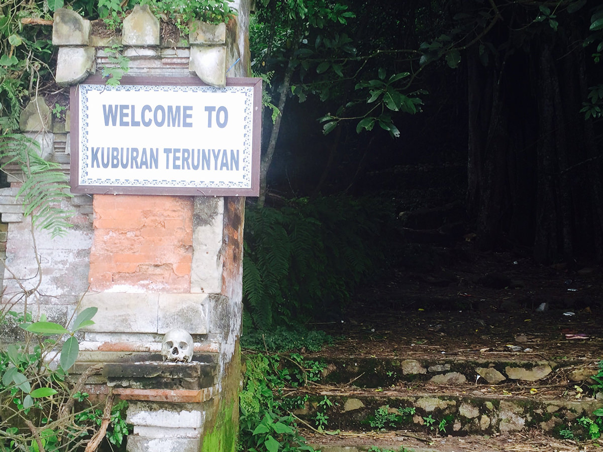 image-death-is-love-kuburan-terunyan