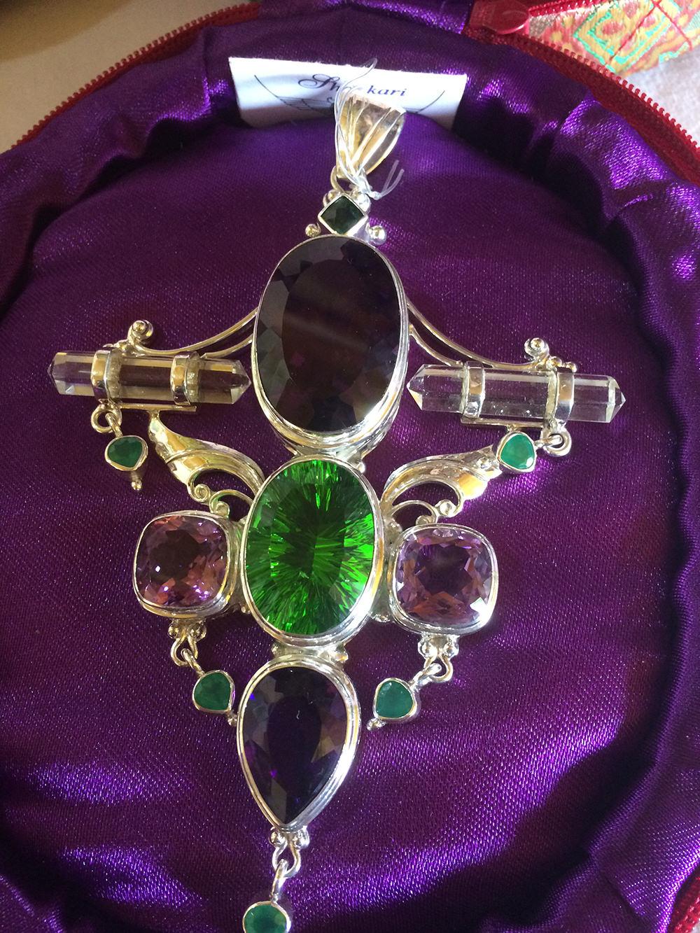 image-shankari-gemstone-pendant